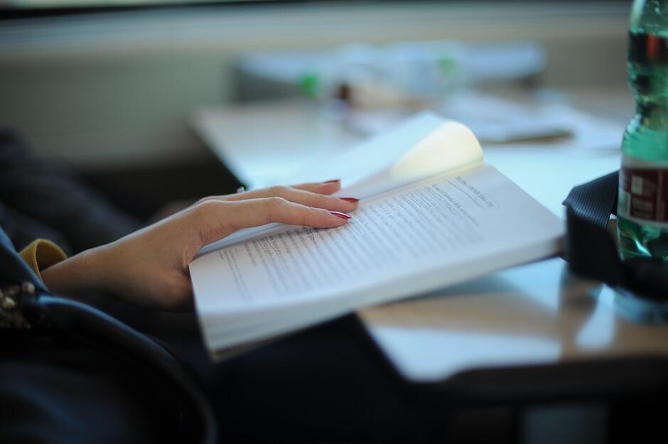 Książki dostarczane do domu to oferta Gdańskiej Spółdzielni Socjalnej, która prowadzi Gdańską Bibliotekę Mobilną