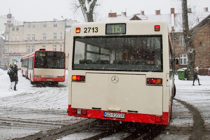 Autobus linii 115 startuje spod dworca PKP Gdańsk Wrzeszcz