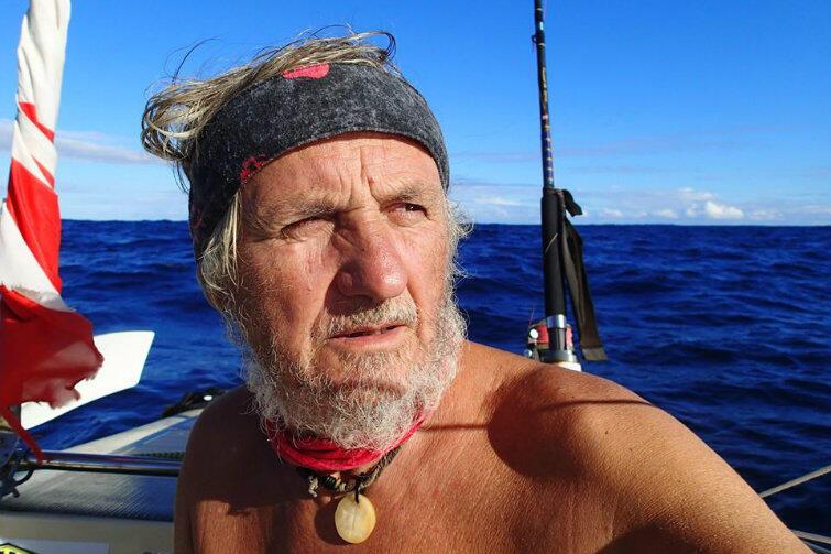 To zdjęcie Koperskiego na jego Facebooku opisane zostało krótko i treściwie: Selfie z oceanu