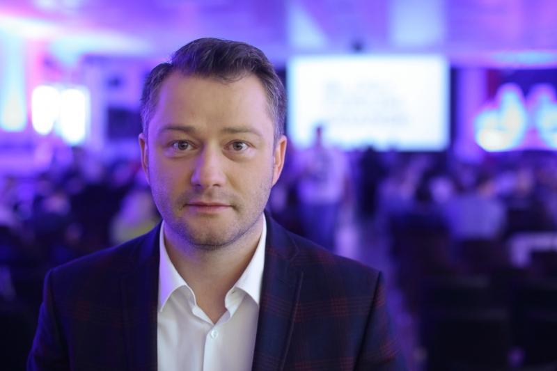 Konferencję poprowadzi znany dziennikarz i prezenter telewizyjny Jarosław Kuźniar