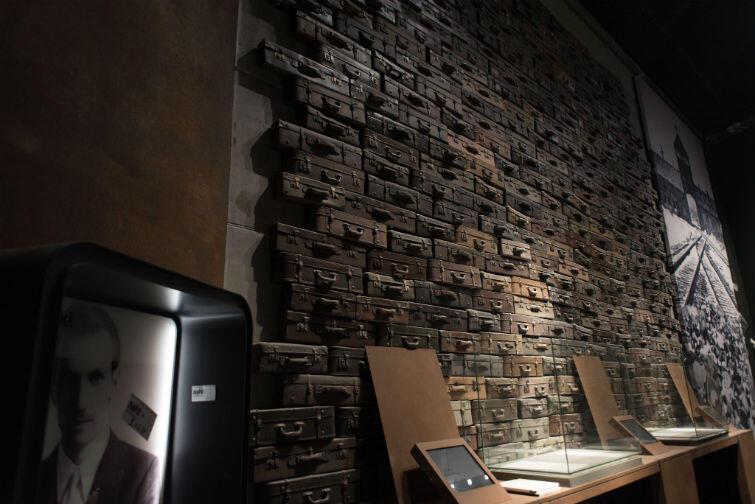 Walizki Żydów, którzy trafili do Auschwitz. Sala poświęcona Zagładzie Żydów