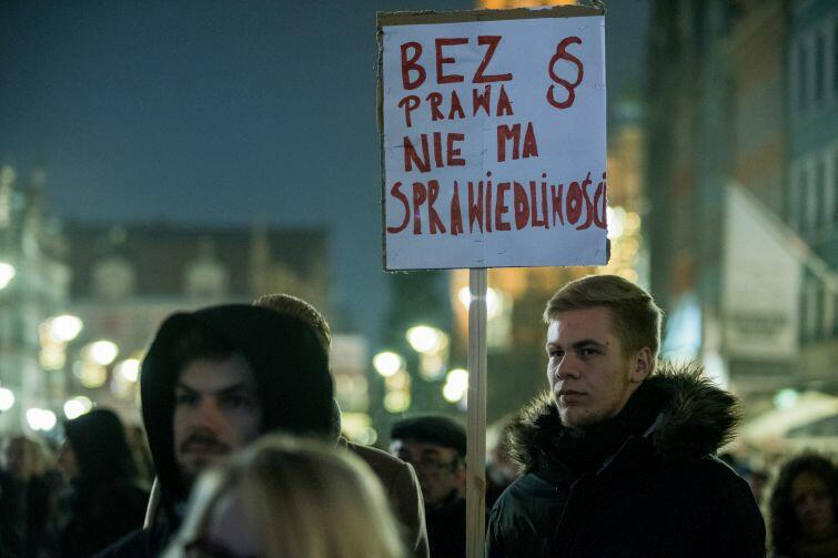 Studenci domagają się demokracji i praworządności