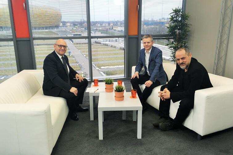 Na zdjęciu (od lewej) prowadzący program Marek Wałuszko oraz dr Janusz Marszalec i prof. Rafał Wnuk