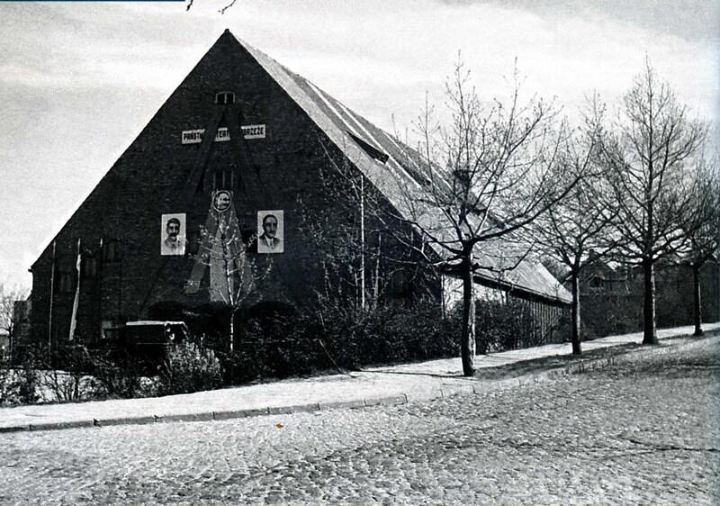 W pierwszych latach istnienia Teatr Wybrzeże funkcjonował w gdyńskiej »Stodole«, rok 1951