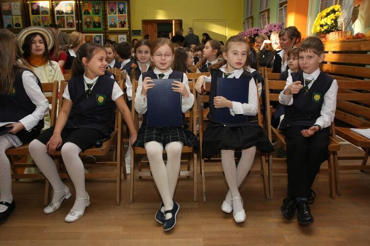 Szkoła Podstawowa nr 14 w Gdańsku - od września, jak wszystkie podstawówki 8.klasowa. Nz.: uroczystość nadania imienia ks. Grzegorza Piramowicza, listopad 2008 r.