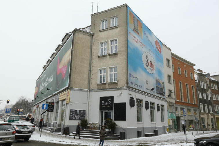 Banery reklamowe na budynkach: szpecą miasto czy nie?