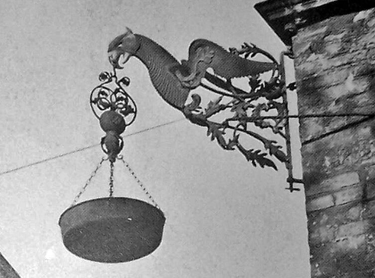 Lampa smolna na rogu fasady Ratusza Głównego Miasta w Gdańsku, na zdjęciu oryginał, niedługo zobaczymy jej rekonstrukcję