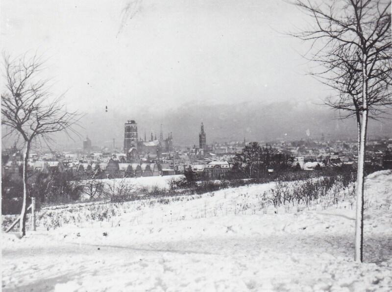 Zimowa panorama Gdańska widziana z Biskupiej Górki; lata trzydzieste XX w.