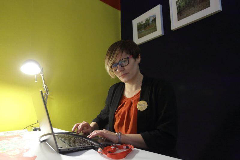 W Centrum Pomysłów konsultanci pomogą mieszkańcom m.in. w wypełnieniu wniosku do Budżetu Obywatelskiego.  Na zdjęciu: Sylwia Betlej z Referatu Komunikacji Społecznej w UM Gdańsk