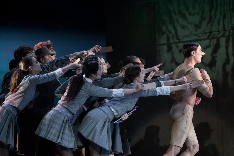 Historia niegrzecznego drewnianego pajaca, w którym budzi się ludzkie serce; w tle utwory kompozytora, którego muzykę znamy z 'Ojca Chrzestnego' - to najnowszy spektakl baletowy w Operze Bałtyckiej. Można go oglądać od 23 lutego