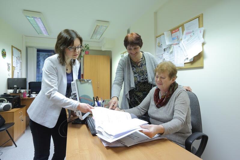 Od lewej: Małgorzata Sacharczuk, Urszula Borowska i Luba Waselina zapraszają do Centrum Pracy Socjalnej nr 9 MOPR