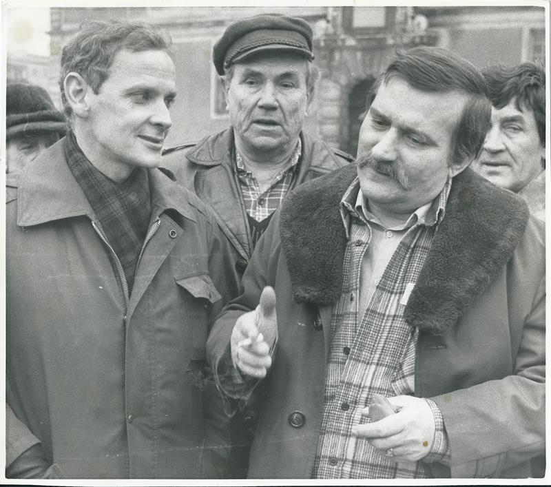 W rozmowie z Lechem Wałęsą po jego wyjściu z przesłuchania w prokuraturze; 1983
