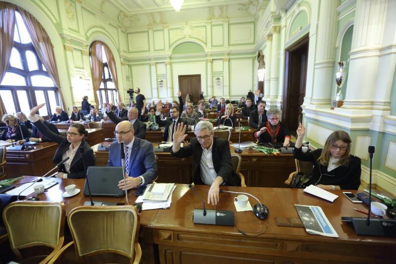 Radni PO przyjęli w środę apel w obronie niezależności samorządów