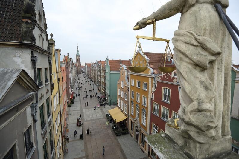 Droga Królewska w Gdańsku, perspektywa z dachu Złotej Bramy w stronę Zielonej Bramy