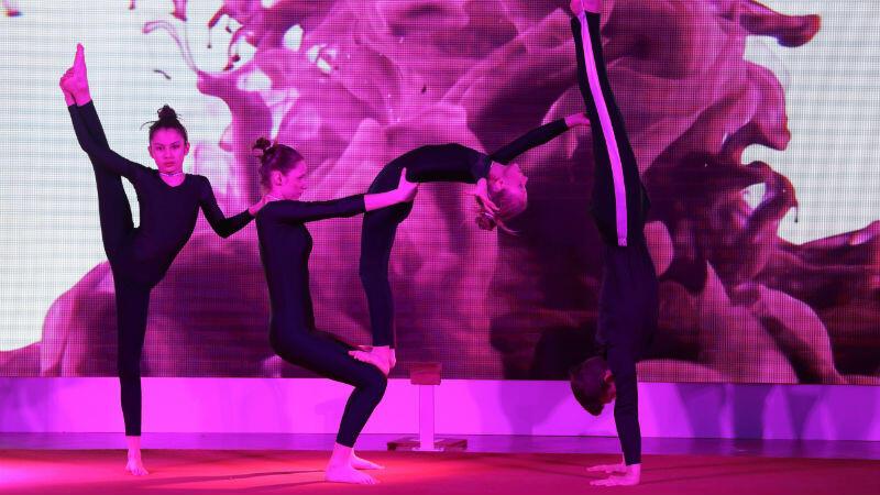 Gali towarzyszyły m.in. występy młodych akrobatów