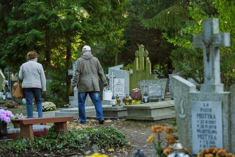 Miasto przymierza się do ponownego powiększenia Cmentarza Łostowickiego