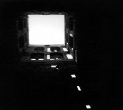 Wypalone wnętrze wieży dzwonnej Kościoła Mariackiego; 1947
