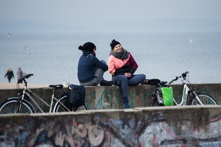 Pierwsze dni marca. Oficjalnie trwa jeszcze zima, ale w powietrzu czuć już wiosnę. Park Brzeźnieński im. Haffnera - spacer po parku i nad morze