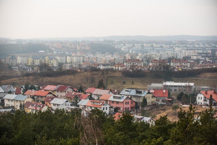Gdańskie dzielnice ciągle ewoluują. Tutaj widok na południowe dzielnice miasta z wieży widokowej na Ujeścisku