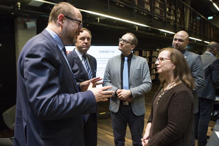 Prezydent Gdańska face-to-face z delegatką ONZ. Adamowicz przekonywał, że gdańszczanki i gdańszczanie skorzystają na organizacji szczytu klimatycznego COP 24 w Gdańsku