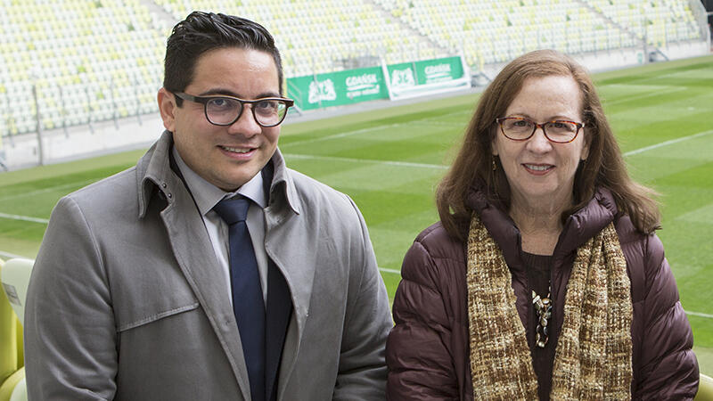 Laura Lopez, przewodnicząca delegacji ONZ wraz z Sanjai Padmanabhanem (Conference Services Assistant) zwiedzała m.in. Stadion Energa Gdańsk