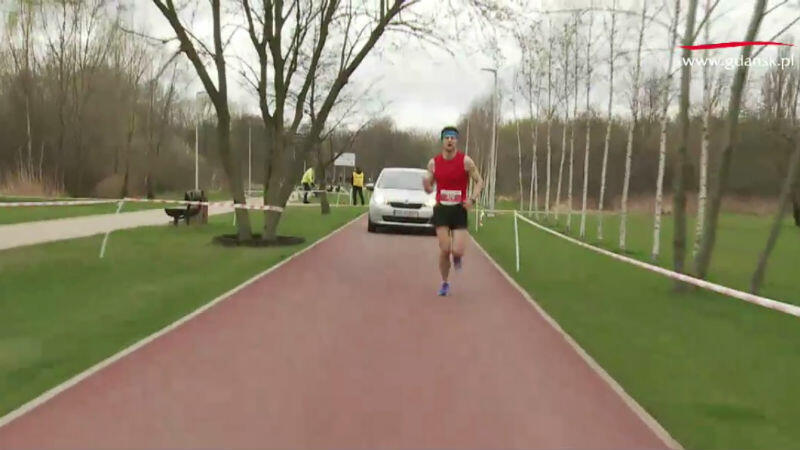 Rafał Czarnecki na trasie Gdańsk Maratonu, w okolicach 36 kilometra