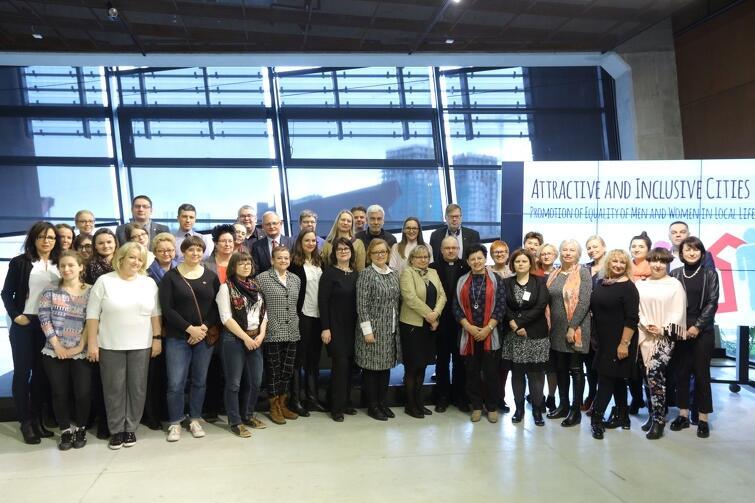 Przedstawiciele konferencji dyskutowali m.in. nad tym czy równość genderowa wpływa na rozwój miast