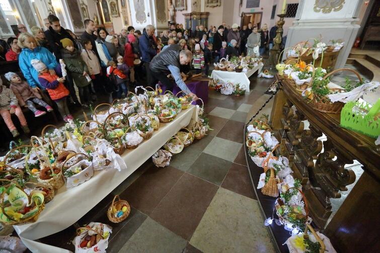 Kościół p.w. Św. Ignacego Loyoli - święcenie pokarmów na wielkanocne stoły