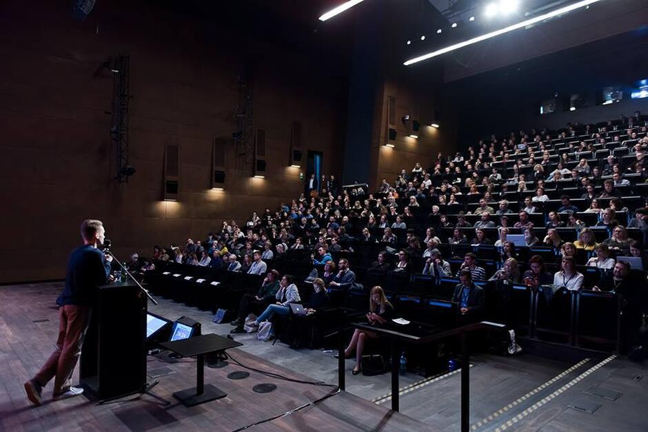 Podczas obu dni konferencji sala była wypełniona po brzegi