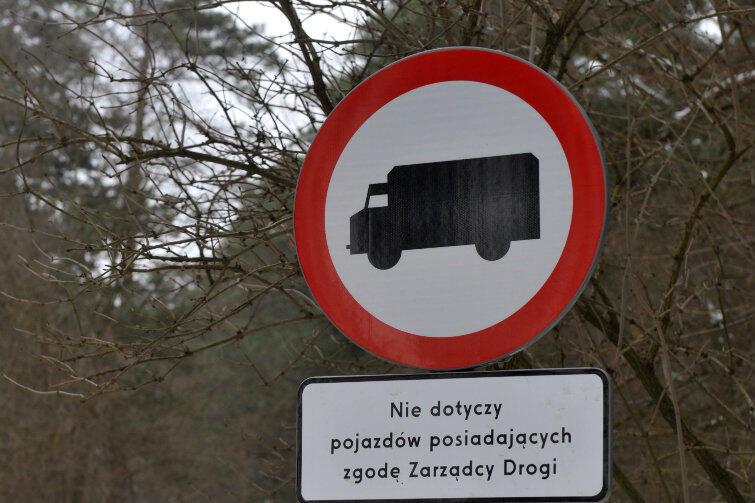 Taki znak, określany w kodeksie drogowym symbolem B-5, od poniedziałku 24 kwietnia ograniczy ruch pojazdów samochodowych na obszarze Głównego Miasta