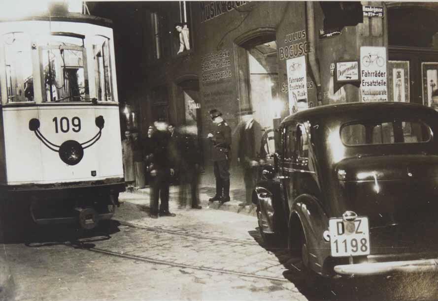 Nocna stłuczka miała miejsce przy wjeździe z ulicy Ogarnej w wąską uliczkę Słodowników