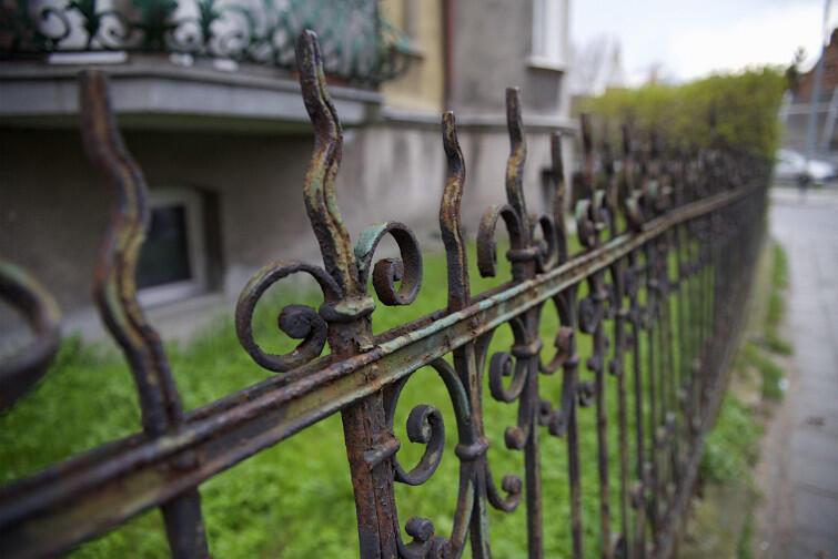 To zabytkowe ogrodzenie przy Staszica 1 zostanie odnowione w ramach dotacji