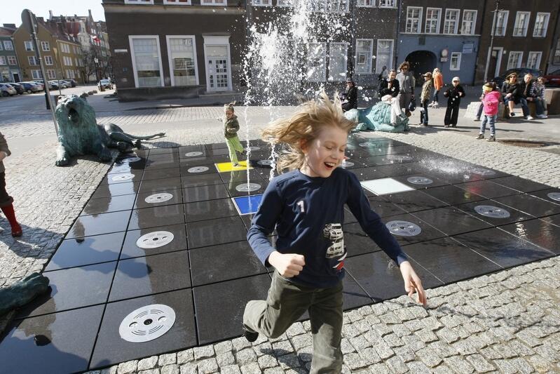 Fontanna Czterech Kwartałów - wodna oaza w centrum miasta, ukochana przez najmłodszych gdańszczan