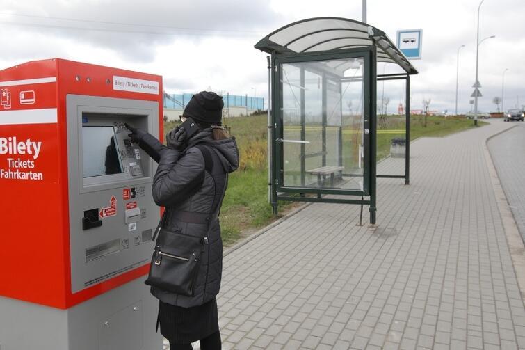 Nowy automat biletowy na przystanku 'Szczęśliwa' oraz...