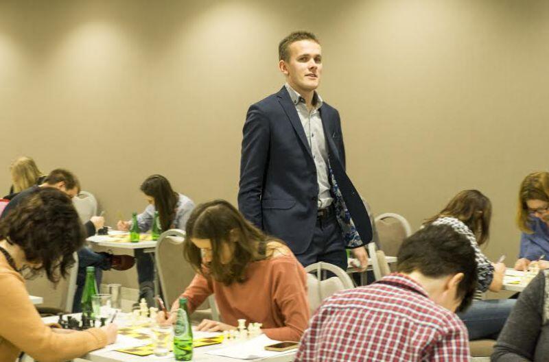 Michał Kanarkiewicz student, nauczyciel, szachista przekonuje, że gra w szachy to nauka myślenia i wewnętrznej dyscypliny