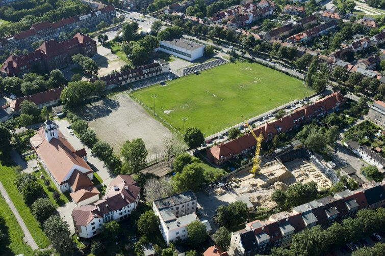 Z lotu ptaka - tereny Gedanii przy ul. Kościuszki we Wrzeszczu. Po lewej widoczny kościół p.w. św. Stanisława biskupa