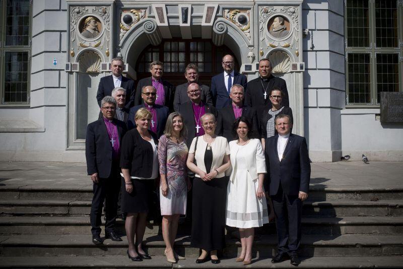 Po obiedzie wydanym przez prezydenta Adamowicza uczestnicy obchodów 500-lecia Reformacji zrobili sobie współne zdjęcie na przedprożach Dworu Artusa