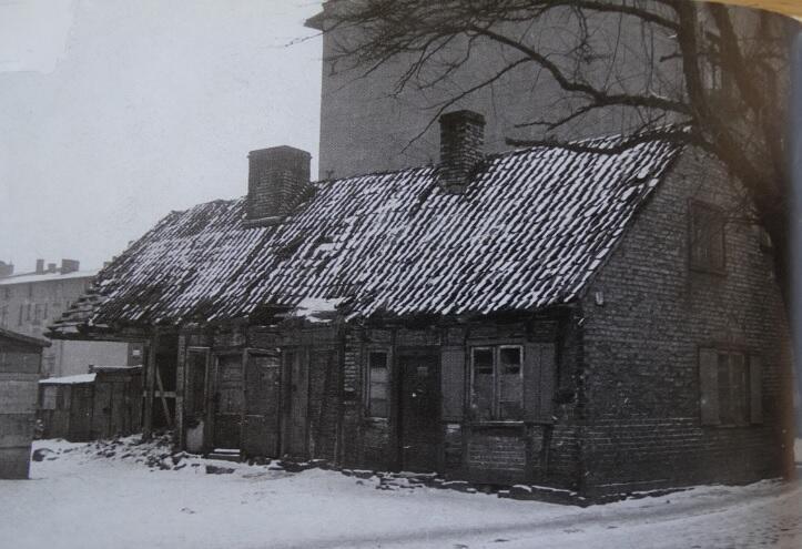 Ulica Lelewela 16, budynek dawnej kuźni z końca XVIII wieku, stan przed rozbiórką w 1964 roku