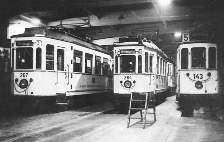 Wnętrze hali zajezdni, lata 30. XX wieku