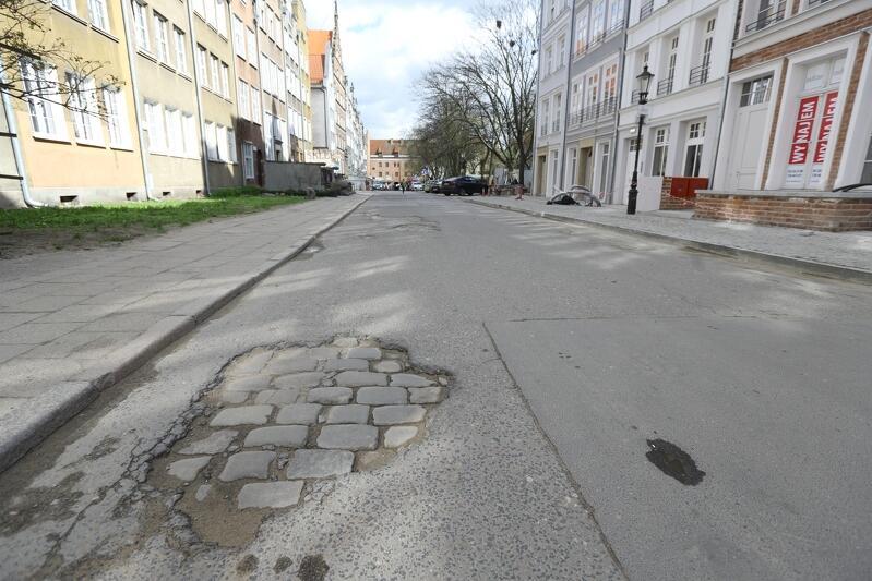 W tym roku wyremontowanych zostanie kilka kilometrów chodników w całym mieście. Tak będzie m.in. na ul. Św. Ducha. Tutaj modernizację przejdzie chodnik oraz jezdnia