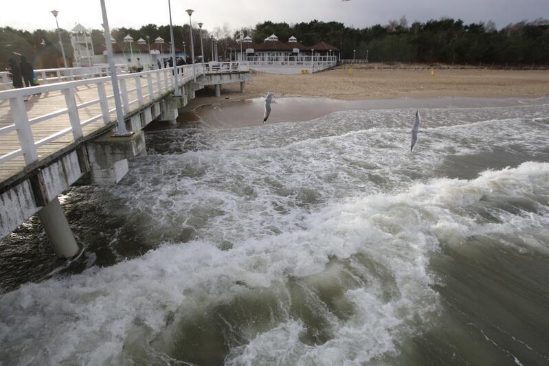 Molo w Brzeźnie. Całą środę 31 maja w Gdańsku i na Pomorzu będzie silnie wiało, w strefie nadmorskiej do ponad 80 km/ha
