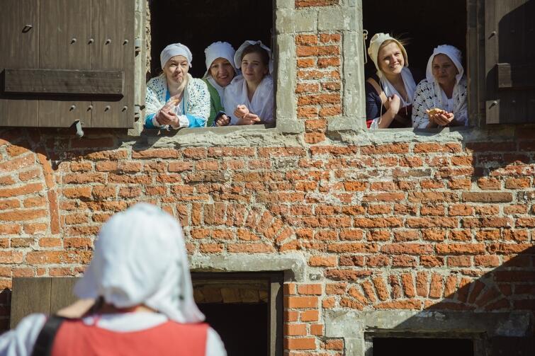 Muzeum Historyczne Miasta Gdańska ponownie otworzyło Twierdzę Wisłoujście oraz Wartownię nr 1 na Westerplatte. Z tej okazji w dniach 2-3 maja na gości czekały liczne atrakcje, m.in. ognisko i kuchnia polowa, wystawa historyczna oraz oczywiście zwiedzanie fortyfikacji z przewodnikami