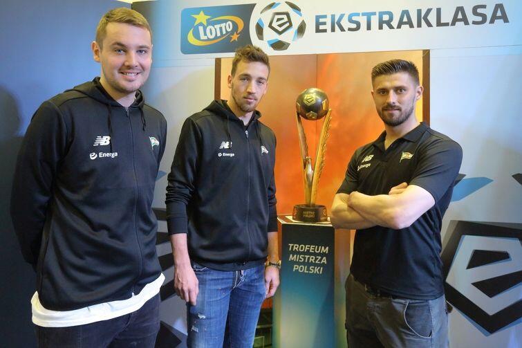 Trofeum Mistrzów Polski było blisko jak nigdy... od lewej: Oliver Zelenika, Mario Maloća i Grzegorz Kuświk