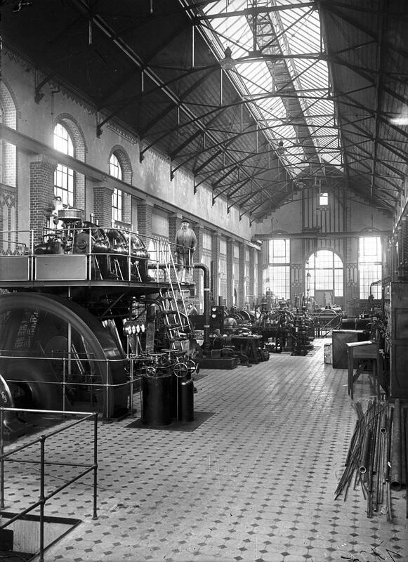 Laboratorium Maszynowe Politechniki Gdańskiej, wkrótce po 1904 r., wnętrze hali głównej (skan wykonany ze szklanego negatywu)