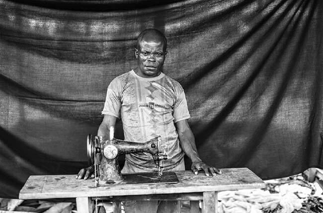 Benjami z Mongo, ze swoja maszyną