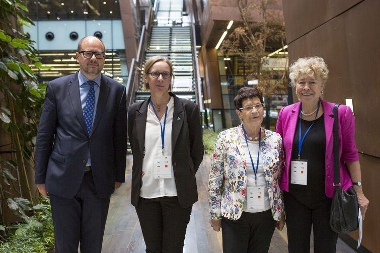 Od lewej: Paweł Adamowicz, Anna-Carin Öst (UNHCR), Rita Süssmuth oraz Gesine Schwan z niemieckiej partii SPD