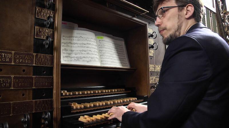 Andrzej Szadejko, gdański wirtuoz organów wpadł na pomysł odbudowania barokowych organów