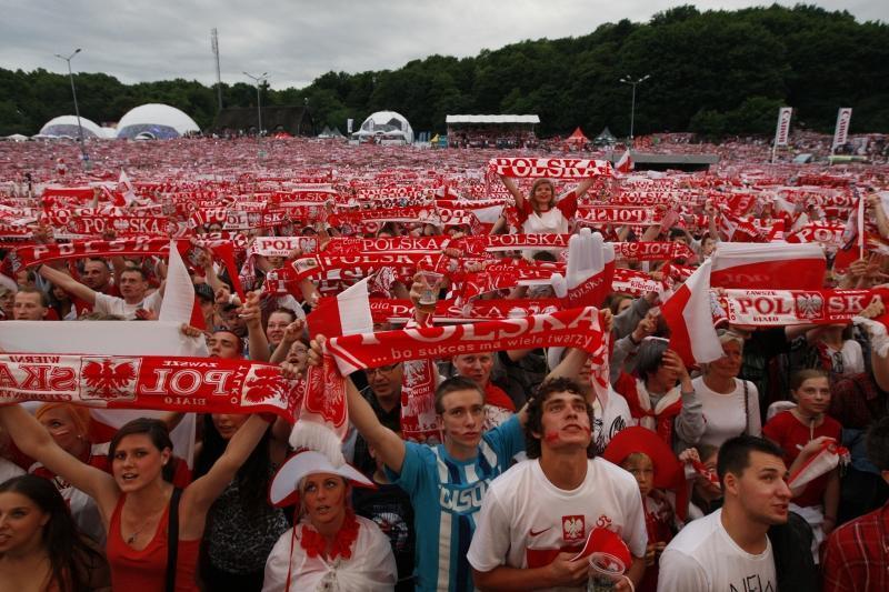 Strefę Kibica zlokalizowaną na Placu Zebrań Ludowych odwiedzały kilkudziesięciotysięczne tłumy, szczególnie podczas meczów reprezentacji Polski