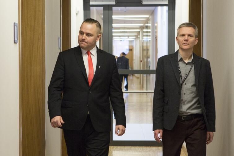 Po lewej Karol Nawrocki, który objął stanowisko dyrektora placówki połączonej z Muzeum Westerplatte, po odwołaniu dotychczasowego dyrektora Pawła Machcewicza. Po prawej zastępca poprzedniego dyrektora dr Janusz Marszalec. Kwiecień 2017 r.