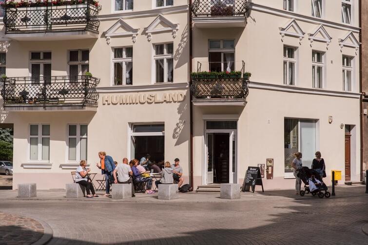 Gdański Zarząd Nieruchomości Komunalnych dysponuje ponad 18 tysiącami lokali komunalnych, prawie 6 tys. z nich jest zadłużonych czynszowo. NZ Gdańsk Wrzeszcz to jedna z dzielnic, w której znajduje się duża liczba lokali komunalnych
